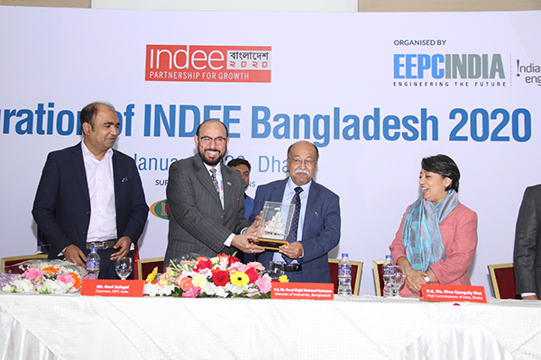 Mr Ravi Sehgal, Chairman, EEPC India presenting a memento to the Chief Guest, H. E. Mr Nurul Majid Mahmud Humayun, Hon'ble Minister of Industries, Government of Bangladesh;   H. E. Ms Riva Ganguly Das, High Commissioner of India at Dhaka, Bangladesh is to the right of Hon`ble Minister and Md. Muntakin Ashraf, Sr. Vice President, FBCCI is on the far left.