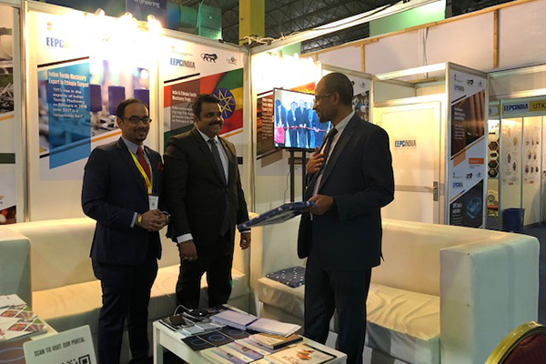 Dr. Rajat Srivastava, Regional Director (WR) & Director (Marketing & Sales) and Mr. Sunny Bose, Deputy Director, EEPC India meets  The Chief Guest, H.E. Mr. Teka Gebreyesus, Hon`ble State Minister, FDRE, Ministry of Trade Industry, Ethiopia in EEPC India Booth.