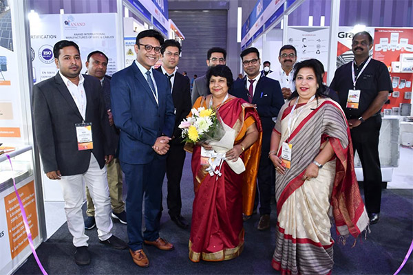Smt Neelu Rohra, Consul (Commerce), Consulate General of India, Dubai, UAE visiting India pavilion at Middle East Energy 2020. Mr Sanjay Kumar Singh, Executive Officer, EEPC India, Regional Office, Delhi (behind the Consul) is also seen along with the other dignitaries & exhibitors.