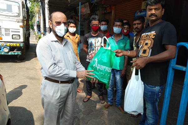 EEPC India Chairman, Mr Ravi Sehgal handing over sanitizers gloves and masks to Hazra Boys` Association representative on April 14, 2020