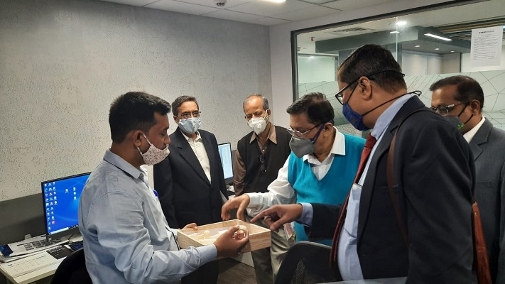 Mr. Maksudur Rahman Molla, Design Engineer, EEPC India Technology Centre, Kolkata demonstrating 3D samples, From Left: Mr Arun Kumar Garodia, Vice-Chairman, EEPC India, Mr Tapan Roy, Ex-Dy. Director, Technical Education, Govt. of West Bengal, Dr A.S.Choudhury, Ex. Managing Director, CERATIZIT Pvt. Ltd and Director-Technical, Camelia Group, Mr Anupam Shah, Past Chairman and Chairman of the Committee on Technology Centre, R&D and TUFS ( Technology Upgradation Fund Scheme), EEPC India and Mr Jayanta Basu, Proprietor, M/s. TECHO Enterprises Ltd.