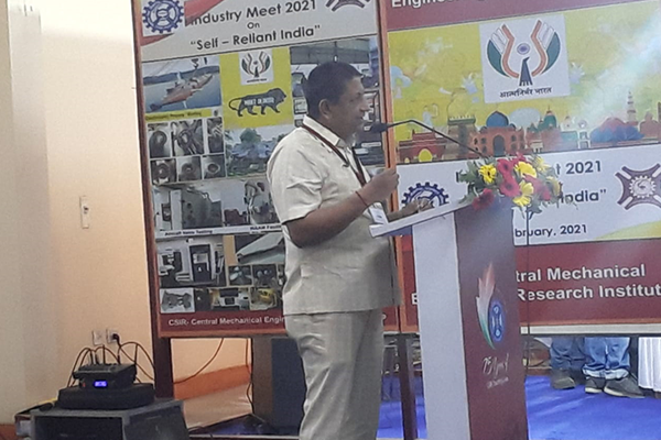 """Mr. Dhruba Jyoti Basu, Sr. Joint Director (P&A), EEPC India addressing the Industry Meet 2021 on """"Self-reliant India"""" organised by CSIR-CMERI (Central Mechanical Engineering Research Institutue), Durgapur, West Bengal on the occasion of their Diamond Jubilee Celebration."""