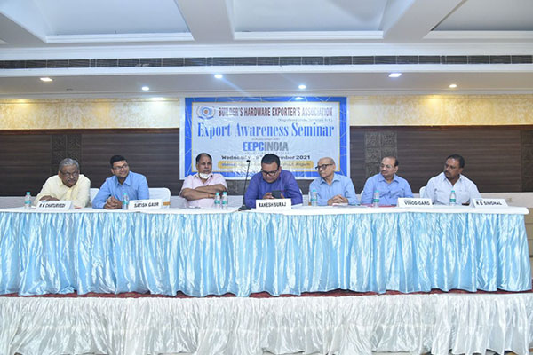 Mr. Rakesh Suraj, Regional Director (NR), EEPC India (4th from left) addressing at the Export Awareness Seminar of Builders` Hardware Exporters Association amongst others dignitaries present on the dais.