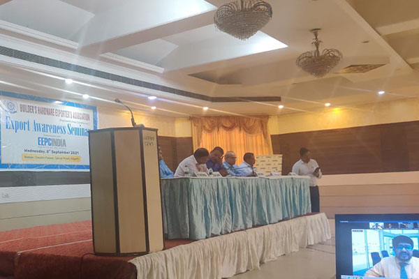 Mr. Amit Kumar, Jt DGFT, Directorate General of foreign Trade, Kanpur virtually joined the Export Awareness Seminar of EEPC India & Builder`s Hardware Exporter's Association, Aligarh. Mr Rakesh Suraj, Regional Director (NR), EEPC India; Mr. Mihir Shah, ICC registered Trainer & Mr. R K Chaturvedi, Secretary of the Association joined